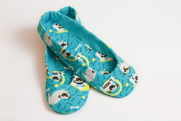 le MOPS Schuhe klein