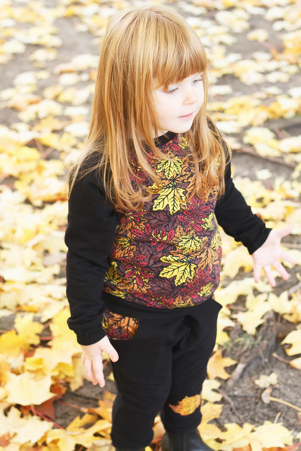 Stoff Blätterrausch von Astrokatze Schnittmuster Schlawiner und Herzbube von Fred von Soho und LooseFit von Mamasliebchen