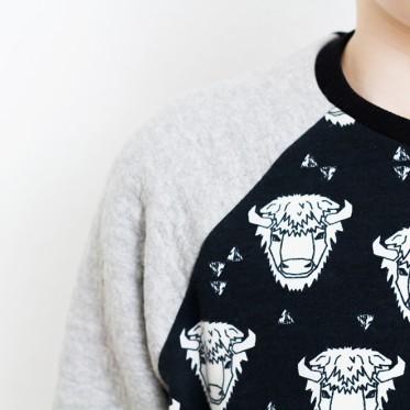 Buffalo Sweat mit Büffelköpfen von Andrea Lauren für Alles für Selbermacher zum Schlawiner von Fred von Soho zur Probe vernäht