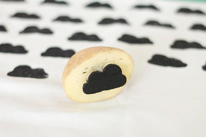 Wolken drucken mit Kartoffeldruck