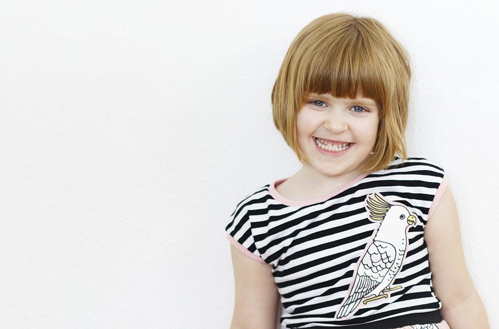 Shirt Pia von Pattydoo und Trägerkleid von Klimperklein aus Kakadu Sweat von Alles für Selbermacher