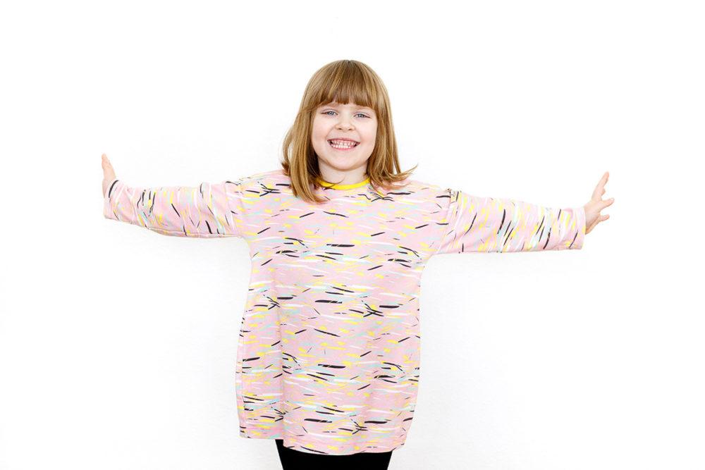 Kleid Juno von Koko & Dolores aus Bio Interlock mit meinem Muster Colorful Scraps von Spoonflower